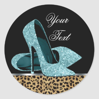 El tacón alto azul del leopardo del trullo calza a etiquetas redondas