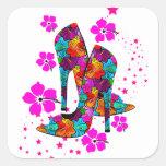 El tacón alto del verano calza las flores de las r pegatina cuadradas personalizadas