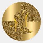 El tacón alto elegante del leopardo del oro calza  etiquetas