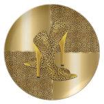 El tacón alto elegante del leopardo del oro calza  plato