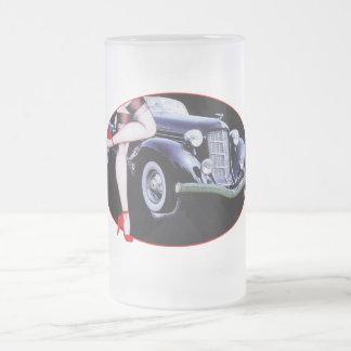 El tacón alto rojo del coche de Speedster calza la Tazas De Café