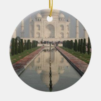 El Taj Mahal, Agra, la India Adorno Navideño Redondo De Cerámica