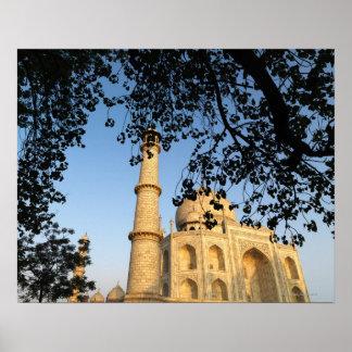El Taj Mahal en la salida del sol Agra la India Posters
