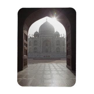 El Taj Mahal enmarcado a través de la entrada a Iman Flexible