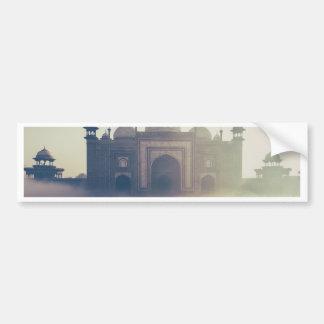 El Taj Mahal hermoso en un día de niebla Pegatina Para Auto