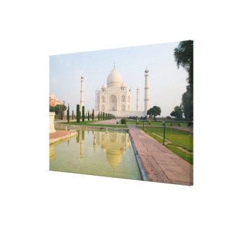 El Taj Mahal pacífico reservado en la salida del s Impresión En Lienzo Estirada