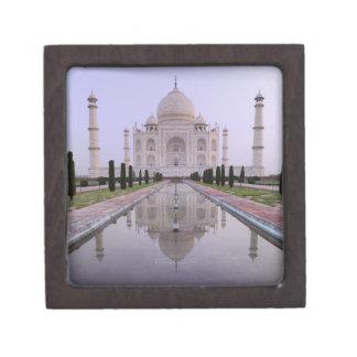 el Taj Mahal reflejó perfectamente en la piscina a Caja De Joyas De Calidad