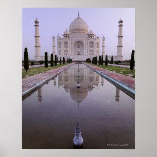 el Taj Mahal reflejó perfectamente en la piscina Póster