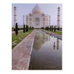 El Taj Mahal todavía reflejado perfectamente en Postal