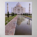 El Taj Mahal todavía reflejado perfectamente en Póster