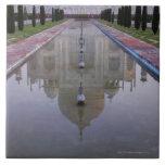 El Taj Mahal todavía reflejó perfectamente en los  Azulejo Cuadrado Grande