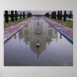 El Taj Mahal todavía reflejó perfectamente en los Póster