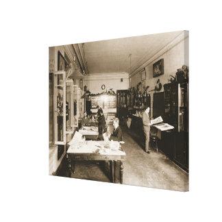 El taller de Faberge (foto de b/w) Lona Estirada Galerias