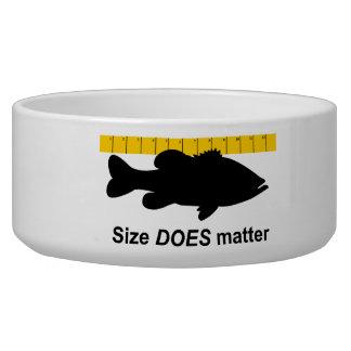 "El ""tamaño importa"" - pesca de la lubina divertida comedero para mascota"
