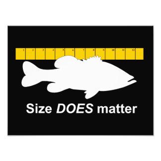 """El """"tamaño importa"""" - pesca de la lubina divertida arte fotográfico"""