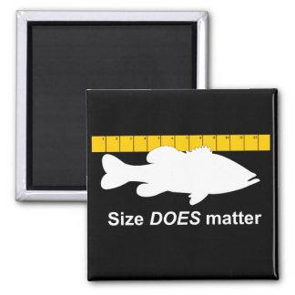 """El """"tamaño importa"""" - pesca de la lubina divertida imán cuadrado"""