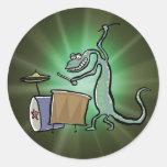 El tambor que juega el lagarto pegatina redonda