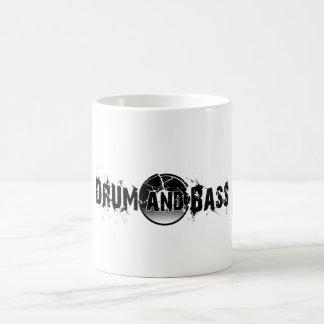 El tambor y el bajo rompieron el expediente taza de café