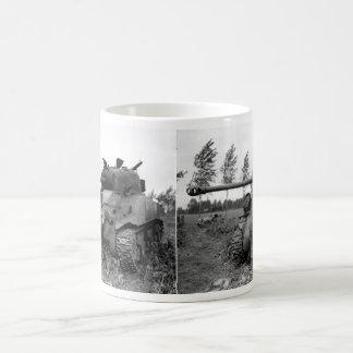 El tanque británico de la luciérnaga de WWII KIA,  Tazas De Café