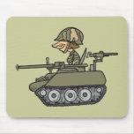 El tanque del dibujo animado alfombrillas de ratón