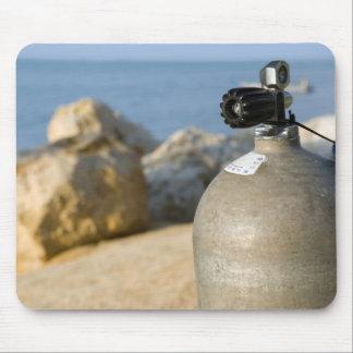 El tanque del equipo de submarinismo en la playa M Tapetes De Raton