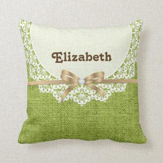 El tapetito blanco con el cordón y la verde lima c cojin