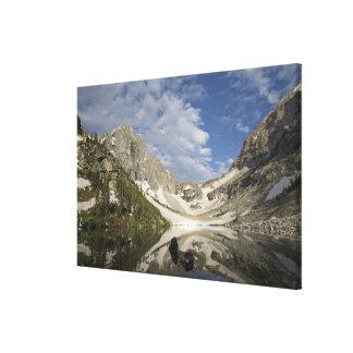 El Tarn alpino y cuerno glacial en la gama de Teto Lona Estirada Galerias