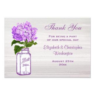 El tarro de albañil y el Hydrangea púrpura le Invitaciones Personalizada