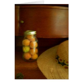 El tarro de la fruta y del gorra de Sun Felicitaciones