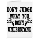 El tatuaje no juzga lo que usted no entiende felicitación