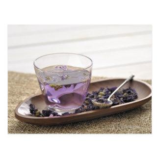 El té de hierba de la malva que una taza de tarjeta postal