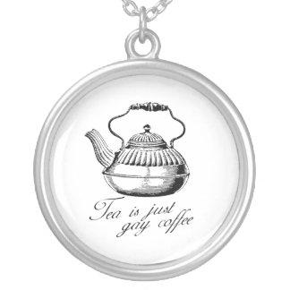 El té es apenas café gay colgante personalizado