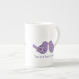 El té es un abrazo en una taza, pájaros lindos del taza de porcelana