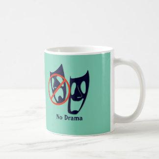 """El teatro divertido de """"ningún drama"""" enmascara la tazas de café"""