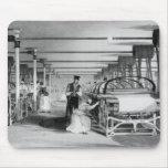 El tejer del telar de poder, grabado por J. Tingle Mousepad