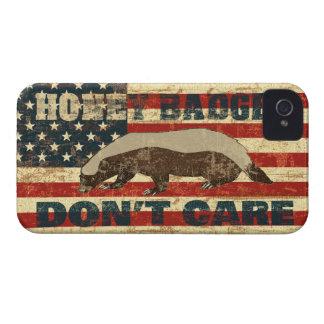 El tejón de miel no cuida la bandera americana iPhone 4 Case-Mate cárcasa
