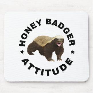 El tejón de miel tiene actitud mouse pads