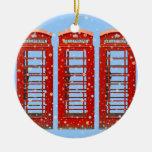El teléfono rojo icónico de Londres encajona los Adornos