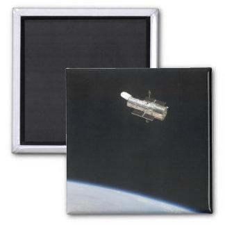 El telescopio espacial de Hubble en órbita sobre Imán Cuadrado