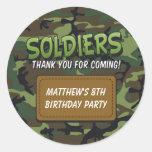 El tema cómico del camuflaje del ejército embroma pegatina redonda