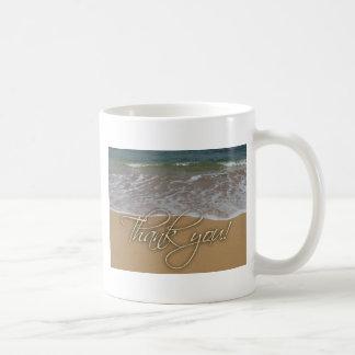 El tema de la playa le agradece tazas de café