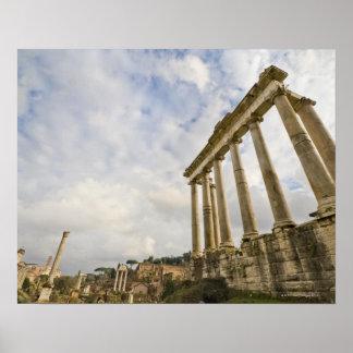 El templo de Saturn es el más viejo del romano Poster