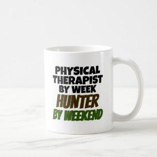 El terapeuta físico ama el cazar tazas