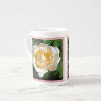 El terciopelo se ruboriza color de rosa taza de china