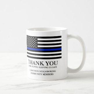 El texto de encargo fino de la bandera americana taza de café