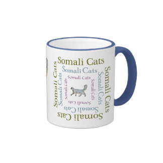 El texto somalí de los gatos ajusta la taza