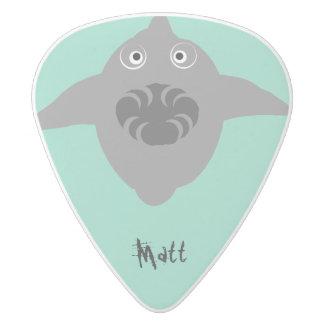 El tiburón con los dientes en la demostración, púa de guitarra delrin blanco