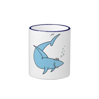 El tiburón de la cuchilla del arado tazas