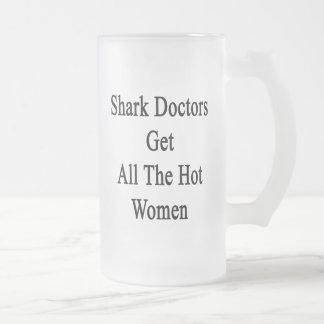 El tiburón doctor a las mujeres de Get All The Hot Taza Cristal Mate