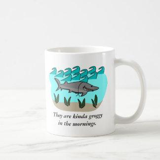 El tiburón Pranks la taza de café
